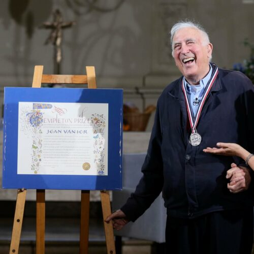 Jean Vanier receives the 2015 Templeton Prize from Heather Templeton Dill